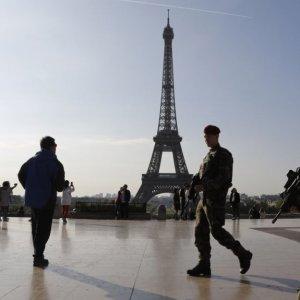 Macron Seeks to Extend State of Emergency Until Nov. 1