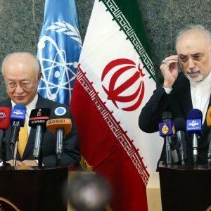 IAEA Director General Yukiya Amano (L) and Iran's nuclear chief, Ali Akbar Salehi, attend a presser in Tehran on Oct. 29.