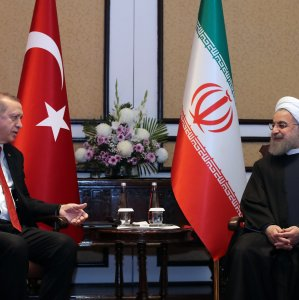 Turkish President Recep Tayyip Erdogan (L) meets his Iranian counterpart, Hassan Rouhani, in Islamabad on March 1.