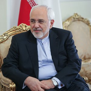 Zarif Urges Regional Coop. After Trip to Oman, Qatar