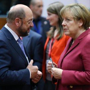 SPD leader Martin Schulz (L) and Chancellor Angela Merkel