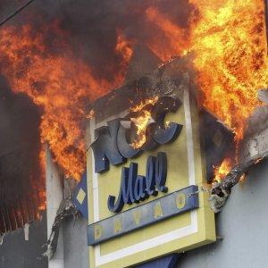 37 Dead  in Philippine  Mall Blaze