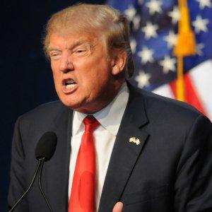 "Trump Slams FBI, Clinton for ""Garbage"" Dossier"