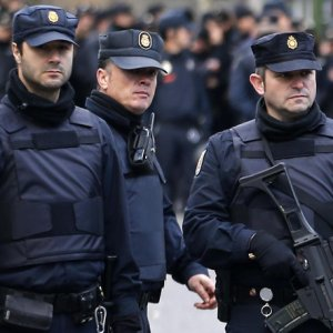 Spain Pulls Police From Catalonia