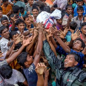 Rohingya refugees are struggling to get distributed food. (File Photo)