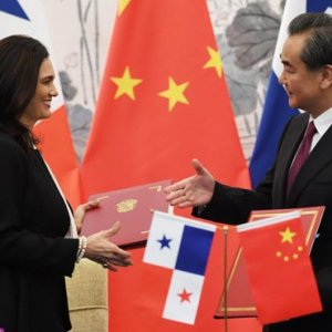 Panama's Foreign Minister Isabel de Saint Malo (L) with her Chinese counterpart Wang Yi in Beijing after the two countries restored diplomatic ties.