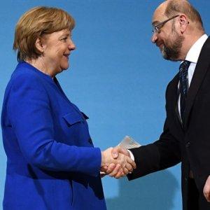 Merkel Races to Form Gov't