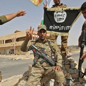 Hundreds of IS Militants Surrender Near Kirkuk
