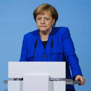 Merkel Risks Leading Weak Coalition for Germany