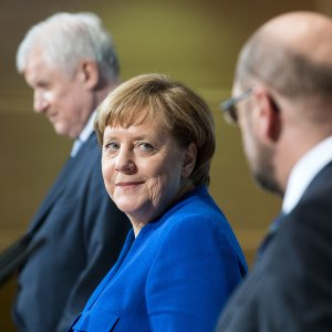 Merkel Defies Critics, Vows to Govern for Full Four-Year Term