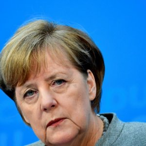 Merkel Resumes Talks to End Political Stalemate