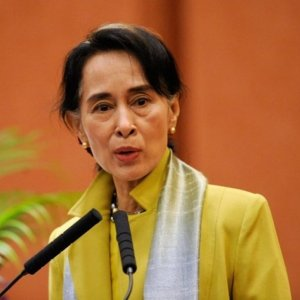 Myanmar's Suu Kyi Seeks to Revive Peace Process