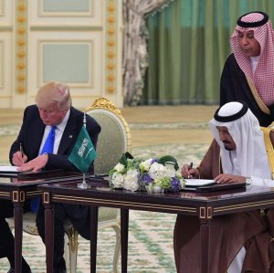 Donald Trump (L) and King Salman signed an arms deal in Riyadh, Saudi Arabia, on May 20