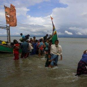 14 Dead as Rohingya Refugee Boat Sinks Off Bangladesh
