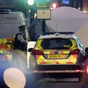 Van Rams into London Mosque Worshippers