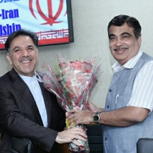 Iranian Minister of Roads and Urban Development Abbas Akhoundi (L) met with his Indian counterpart Nitin Gadkari in New Delhi on September 6.