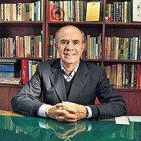 Economist Tafazzoli  Passes Away