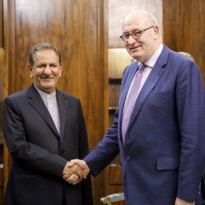 First Vice President Es'haq Jahangiri (L) shakes hands with the head of EU's Agriculture and Rural Development Commission, Phil Hogan, in Tehran on Nov. 11.