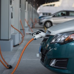 EVs Forecast to Cut 3.5 mbpd  in Crude Oil Demand by 2025