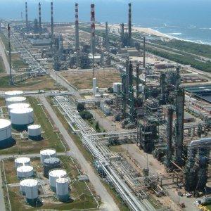 Tehran, Manila Discuss Oil, Petrochemical Ties