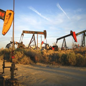 Oil Edges Up, Gains Limited
