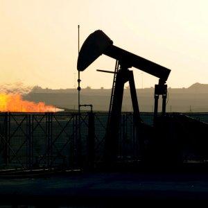 Oil Price Edges Up