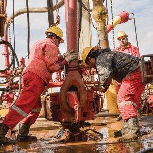 Oil Prices Fall Over Rising American Inventories