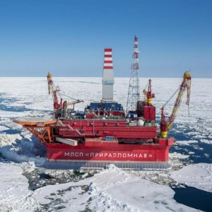 Russian Oil Output Falls in March