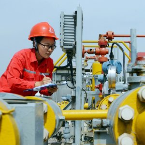 Sinopec is seeking a role in developing Iran's oil and gas fields.