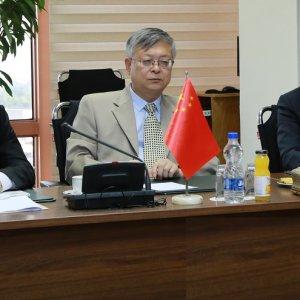 Pang Sen (C)