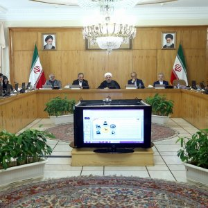 During a meeting presided by President Hassan Rouhani(C), the Council of Ministers decided to keep the cap on compulsory reinsurance unchanged for the current fiscal year.