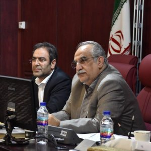 Economy Minister Masoud Karbasian (R), and director of Securities and Exchange Organization, Shapour Mohammadi.