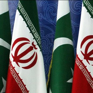 Iran and Pakistan aim to  increase their annual bilateral  trade to $5 billion by 2021.