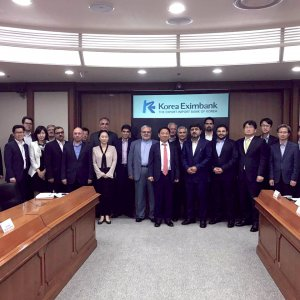 A delegation consisting of chief executives of a number of major Iranian private banks and credit institutions travelled to the South Korean capital Seoul.