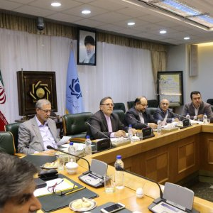 CBI Governor Valiollah Seif (3rd L) is flanked by Mohammad Shariatmadari (4th L) and Ali Rabiei(2nd L) in the meeting.