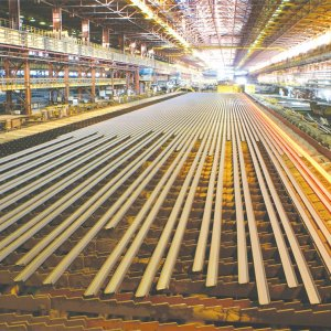 The drop in long steel output is mainly the result of subdued demand in the construction sector.