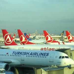Turkish Carriers to Fill Void After Europeans Halt Flights to Iran