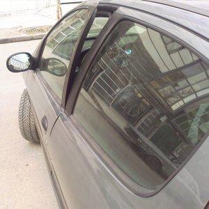A Peugeot 206 can be easily stolen by bending a door.