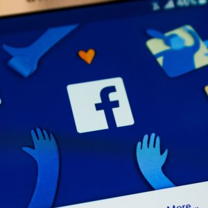 Facebook Expanding AI to Help  Prevent Suicide