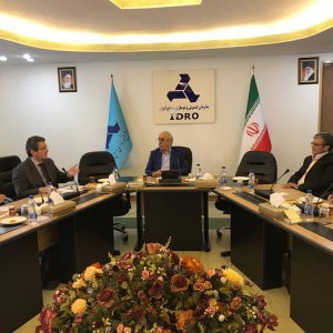 PSA Group's Executive Vice-President for Africa and Middle East Jean-Christophe Quémard (2nd left) met with IDRO Director Mansour Moazemi (C) over the weekend in Tehran.