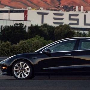 Tesla Eases Cash Concerns With Promise of Model 3 Progress