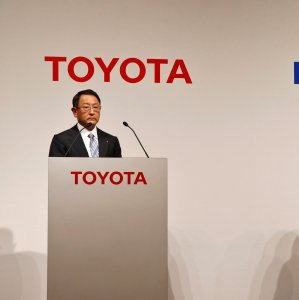 Toyota Chief Akio Toyoda (L) and Panasonic CEO Kazuhiro Tsuga attend a news conference in Tokyo on Wednesday.