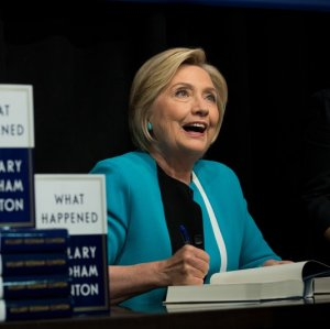 Clinton's Book on Election in Persian