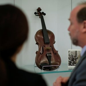 Einstein's Violin Fetches $516,500 at NY Auction