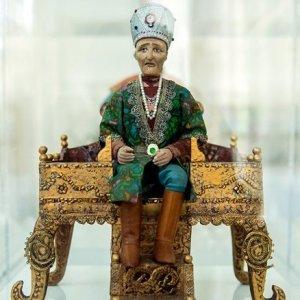 Jahangir Arjmand's Anthropological Figurines