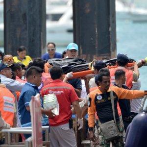 Thai Tourist Boat Suffers Tragic Accident