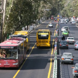 The main sources of pollution in the cold season are dilapidated trucks and buses.