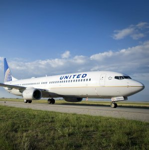 United Airlines to Offer $10,000 to Bumped Passengers