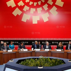 Former US president Barack Obama (C) with Trans-Pacific Partnership leaders at the APEC Summit in Lima, Peru, November 2016.