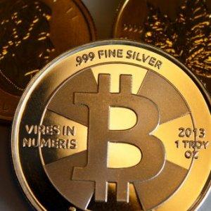 Crypto Market Struggles as Bitcoin Dips Below $6,000